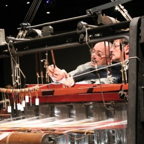 Firmin et José mettant en place la lisse